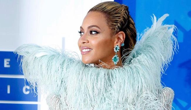 Beyoncé mostrou um look que fez jus ao seu apelido de Queen B - Foto: Reuters