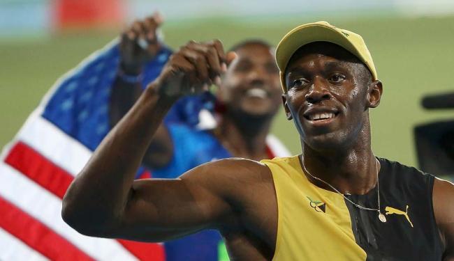 Deixando Justin Gatlin para trás, Bolt sagrou-se tricampeão ao cruzar a linha de chegada em 9s81 - Foto: Murad Sezer   Agência Reuters