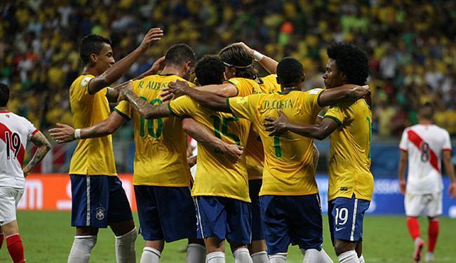 Em 2015, a Seleção também jogou na Fonte e venceu o Peru por 3 a 0 - Foto: Raul Spinassé | Ag. A TARDE