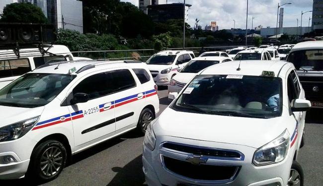Taxistas se queixam de que o aplicativo é uma concorrência desleal - Foto: Joá Souza | Ag. A TARDE