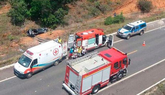 Carro caiu em barranco e os quatro ocupantes se feriram - Foto: Divulgação | Graer