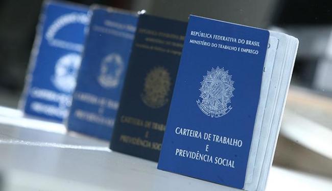 No acumulado dos últimos 12 meses, o País encerrou julho com 1.706.459 vagas formais a menos - Foto: Raul Spinassé   Ag. A TARDE