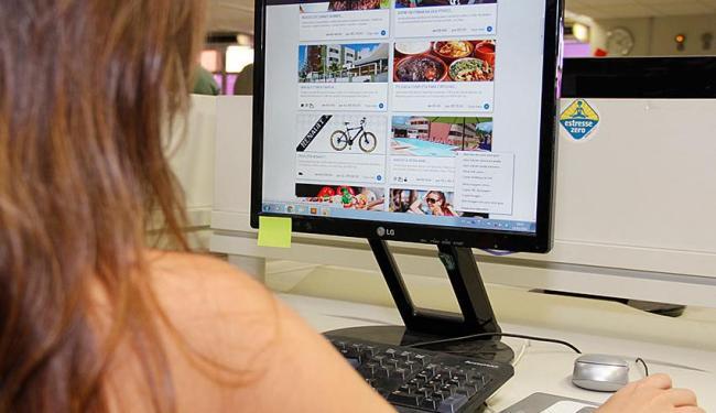 O consumidor procura a comodidade da compra com apenas um clique - Foto: Joá Souza | Ag. A TARDE