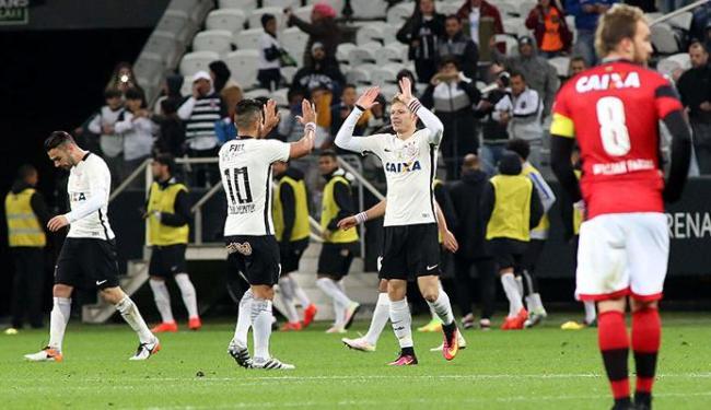 Jogadores do Corinthians comemoram gol da virada contra o Vitória - Foto: Luis Moura | WPP | Estadão Conteúdo
