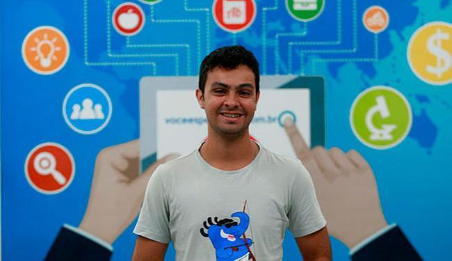 Estudante de sistemas de informação, Costa faz estágio em uma empresa de softwares - Foto: Xando Pereira | Ag. A TARDE