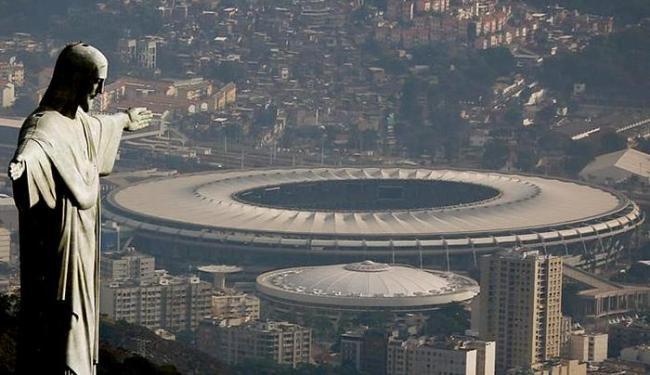 Vista aérea do Rio de Janeiro mostra o Cristo Redentor e o estádio do Maracanã - Foto: Ricardo Moraes l Reuters