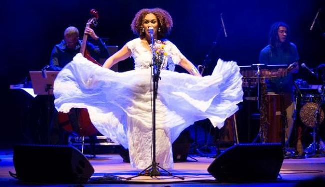 Cantora traz um repertório com clássicos da música popular brasileira e sambas de roda - Foto: Divulgação