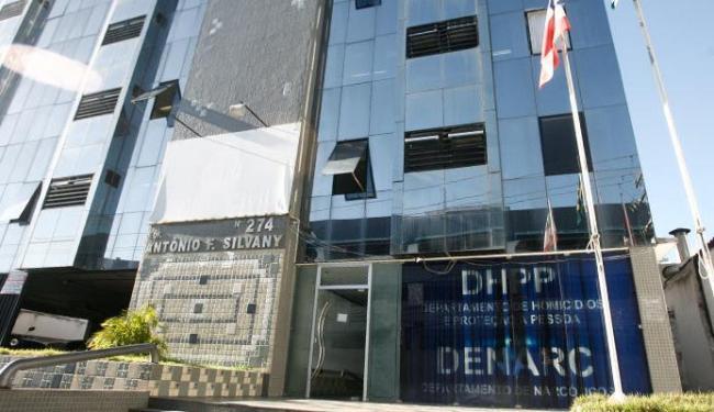 Quatro homens foram presos e levados ao DHPP e dois menores apreendidos - Foto: Joá Souza | Ag. A TARDE
