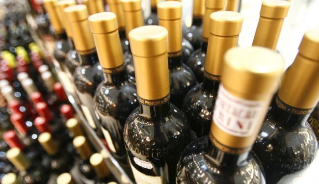 Aumento sobre produtos importados inclui bebidas, produtos farmacêuticos e cosméticos - Foto: Raul Spinassé | Ag. A TARDE