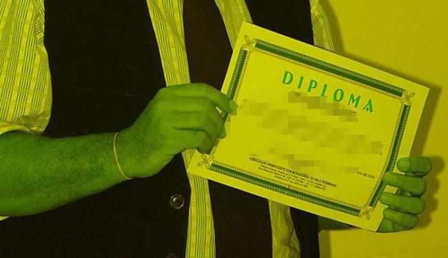 Portaria do MEC estabelece que expedição do diploma é considerada incluída nos serviços educacionas - Foto: Fernando Amorim l Ag. A TARDE 8.6.2005
