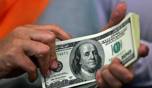 Juros mais baixos nos países desenvolvidos atraem capitais para países emergentes, como o Brasil - Foto: Beawiharta | Reuters