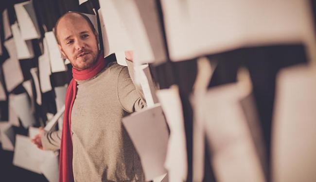 O ator Duda Woyda mescla vozes suas com a do autor - Foto: Heder Novaes | Divulgação