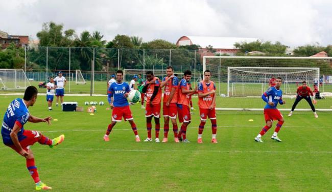 O esquadrão treinou bola parada nesta sexta-feira, 26 - Foto: Felipe Oliveira   EC Bahia