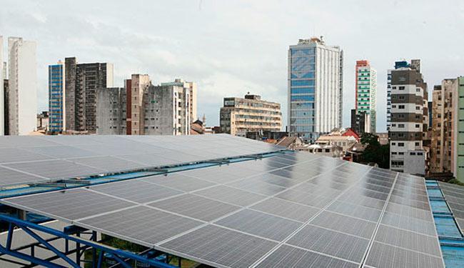 Energia compartilhada com moradores de um prédio - Foto: Xando Pereira | Ag. A TARDE | 24.08.2016