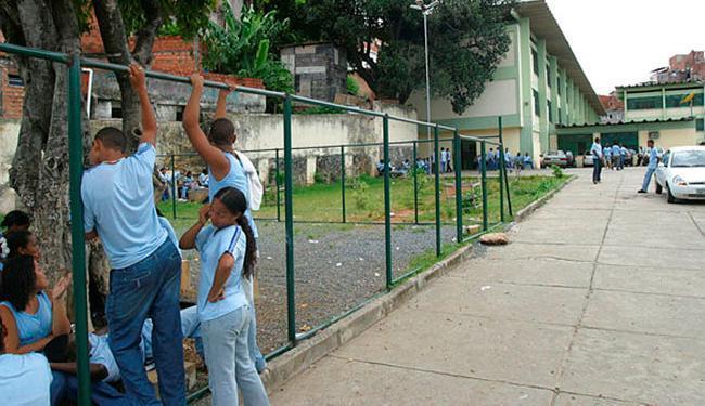 O acesso fácil à aquisição de doces amplia o consumo - Foto: Carlos Casaes | Ag. A TARDE | 15.03.2004
