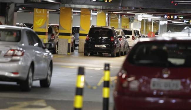 Sete shopping centers de Salvador cobram estacionamento dos seus funcionários - Foto: Joá Souza | Ag. A TARDE