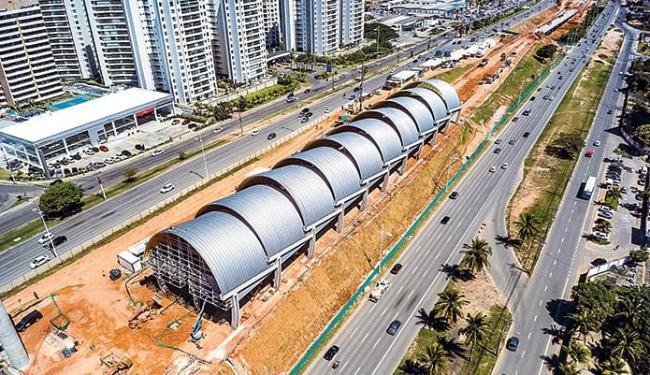 As estações instaladas na avenida Paralela estão com obras em estágio adiantado - Foto: Carlos Dourado l Secom/Gov-BA