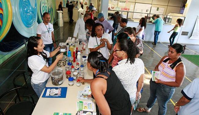 Visitantes da mostra no Hospital Roberto Santos receberam materiais e orientação - Foto: Luciano da Matta l Ag. A TARDE