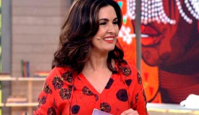 Fátima estampou sorriso durante programa e não falou na separação - Foto: Reprodução