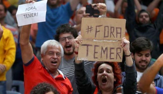 Em alguns casos, chegou a haver expulsão dos manifestantes dos estádios - Foto: Agência Reuters