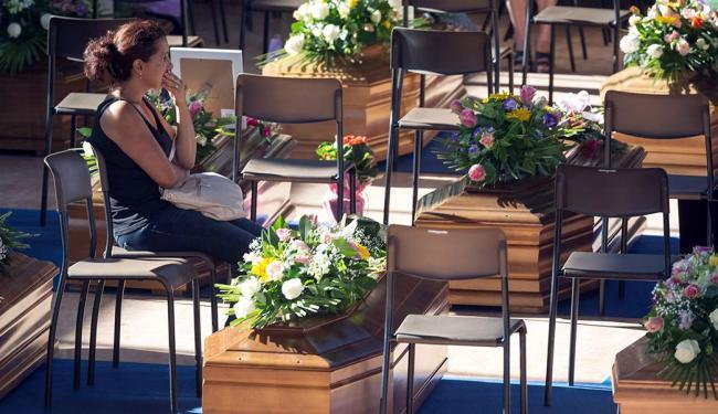 Funeral reuniu familiares de dezenas de vítimas - Foto: Adamo Di Loreto | Reuters