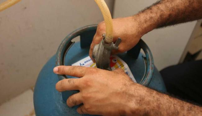 Uso de gás de cozinha subiu 11,44% - Foto: Arestides Baptista | Arquivo | Ag. A TARDE