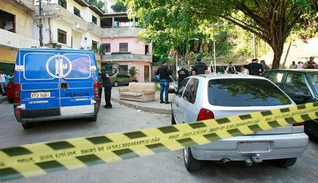 Policiais fazem perícia no local do crime e na casa de Cézar Silvio e Silvio Cézar Carvalho Santos - Foto: Margarida Neide | Ag. A TARDE