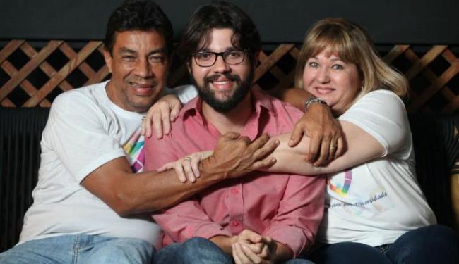 O dramaturgo André Silva recebe total apoio dos pais, Inês Silva e Alfredo Góes - Foto: Lúcio Távora | Ag. A TARDE