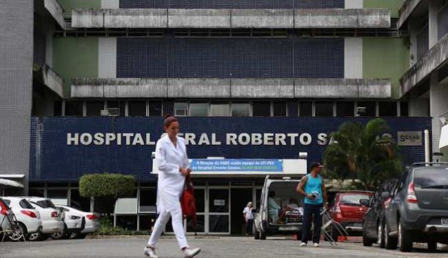 Victor foi levado para o Hospital Roberto Santos, no Cabula, mas não resistiu - Foto: Joá Souza | Ag. A TARDE