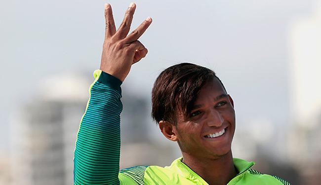 Isaquias comemora a terceira medalha na Rio-2016 - Foto: Alexandre Loureiro l COB