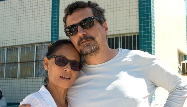 Kleber Mendonça ao lado de Sônia Braga - Foto: Victor Juca | Divulgação