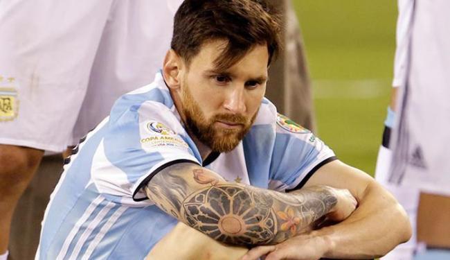 Messi após ter perdido o pênalti contra o Chile; atleta voltou atrás e vai defender a Argentina - Foto: Julio Cortez | AP Photo