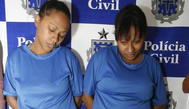 Gêmeas suspeitas de dopar 12 homens são apresentadas pela polícia - Foto: Edilson Lima | Ag. A TARDE | 15.08.2016