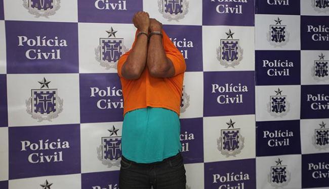 Marcinho escondeu o rosto e negou para a imprensa ter ordenado a morte - Foto: Margarida Neide | Ag. A TARDE