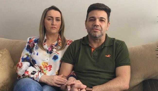 Ao lado da esposa, Feliciano gravou vídeo promentendo apresentar provas de sua inocência - Foto: Reprodução   Facebook
