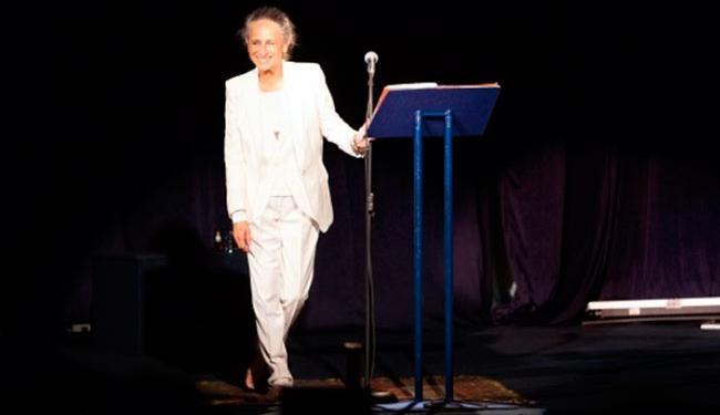A cantora leu trechos de livros e poesias - Foto: Divulgação