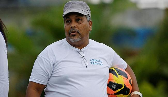 O técnico do São Francisco apontou o entrosamento das jogadoras como principal motivo da vitória - Foto: Raul Spinassé   Ag. A TARDE