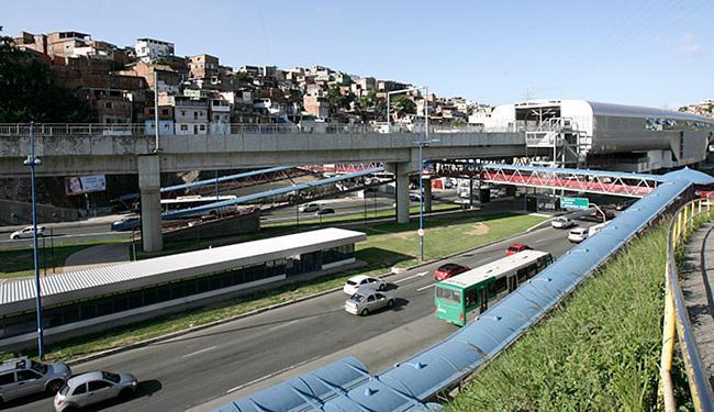 Metrô é uma das alternativas de locomoção para torcedores - Foto: Mila Cordeiro l Ag. A TARDE l 19.1.2016