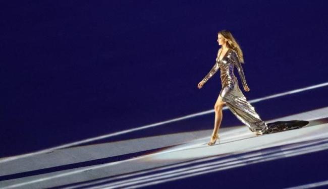 Gisele Bündchen desfilou belíssima durante a abertura da Olimpíada do Rio de Janeiro - Foto: Reprodução | Reuters