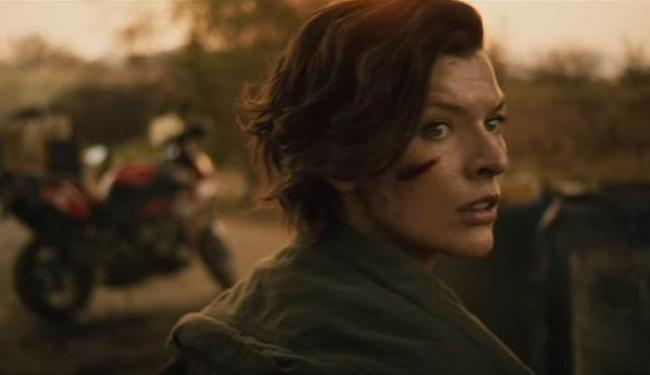 Alice (Mila Jovovich) volta a Raccoon City e vê no que se tornou a cidade - Foto: Reprodução
