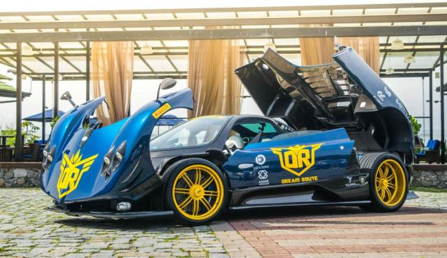Superesportivo avaliado em R$ 5 milhões liderou o comboio de 60 carros - Foto: Divulgação