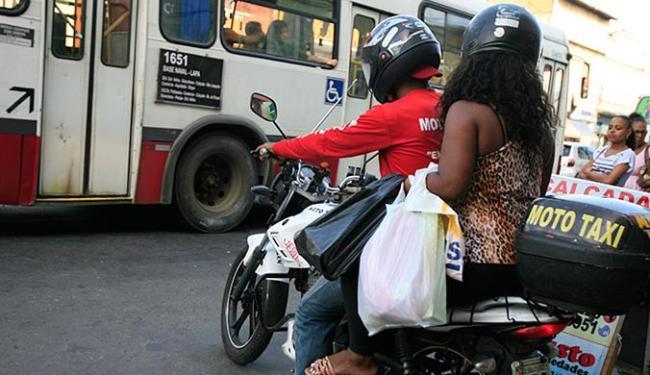 Motos rodam livremente enquanto propostas são discutidas - Foto: Joá Souza l Ag. A TARDE