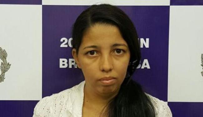 Mulher é presa com celular e maconha na marmita na Delegacia de Brumado - Foto: Divulgação   DP