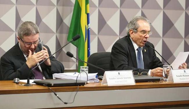 O relator Antonio Anastasia e o presidente da Comissão do Impeachment, Raimundo Lira - Foto: Antonio Cruz | Agência Brasil