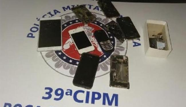 Preso foi encaminhado, juntamente com celulares e veículo roubados, à Central de Flagrantes - Foto:   Ag. A TARDE