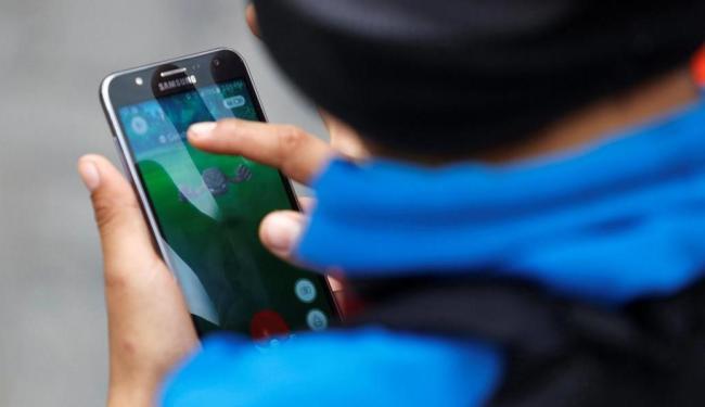 A Niantic, desenvolvedora do aplicativo, resolveu banir os usuários que tentam burlar as regras - Foto: Guadalupe Pardo | Reuters