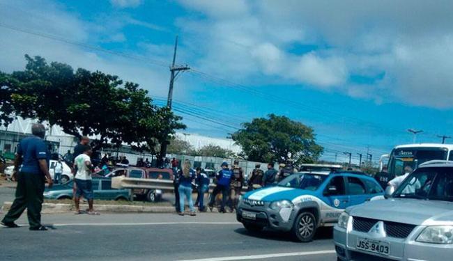 Crime aconteceu na região do Porto Seco Pirajá, por volta das 9h50 - Foto: Vado Alves | Ag. A TARDE