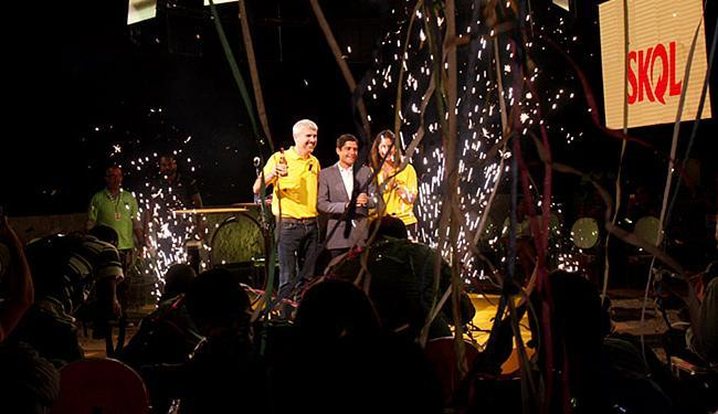Prefeito e representantes da Ambev selam patrocínio - Foto: Adilton Venegeroles l Ag. A TARDE
