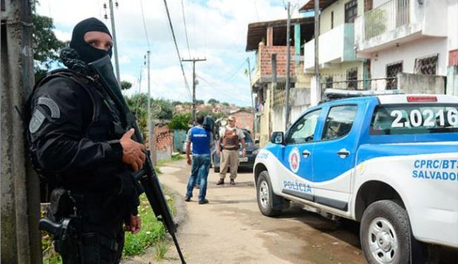 PMs foram presos em flagrante quando recebiam de um casal a quantia de R$ 15 mil como resgate - Foto: Divulgação | DP