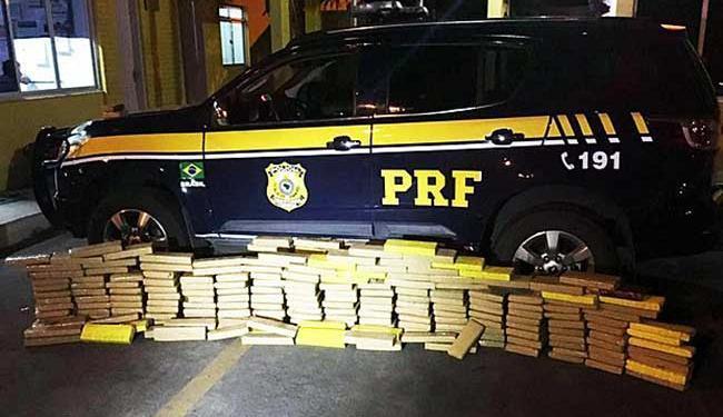 Droga estava escondida na carroceria de uma caminhonete - Foto: PRF | Divulgação